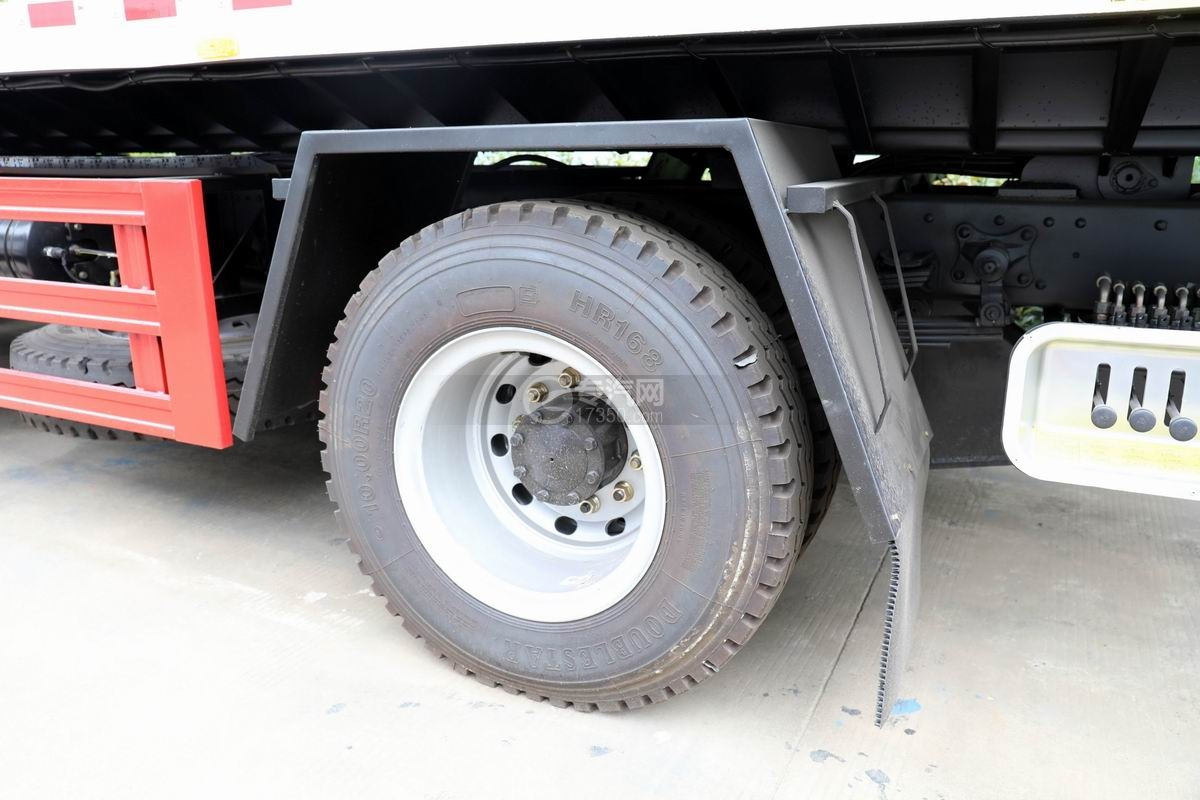 解放龙V一拖二平板清障车轮胎