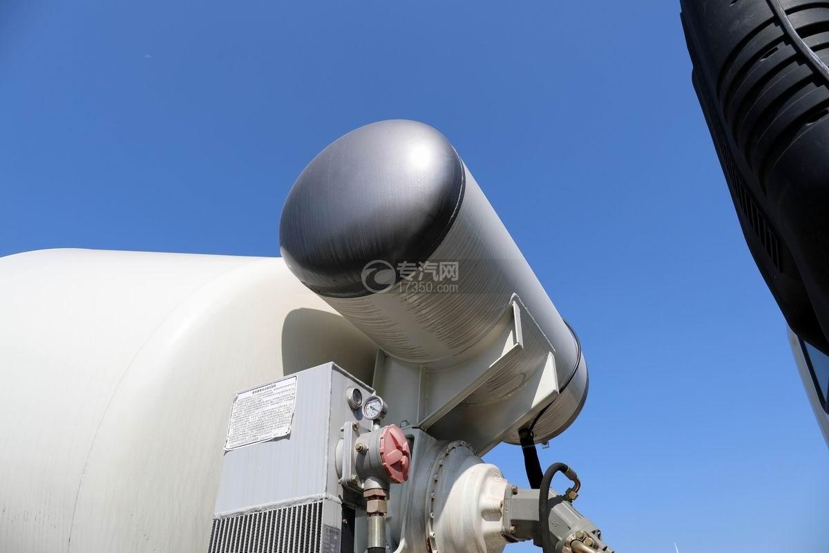 福田欧曼前四后八7.49方混凝土搅拌车压力水箱
