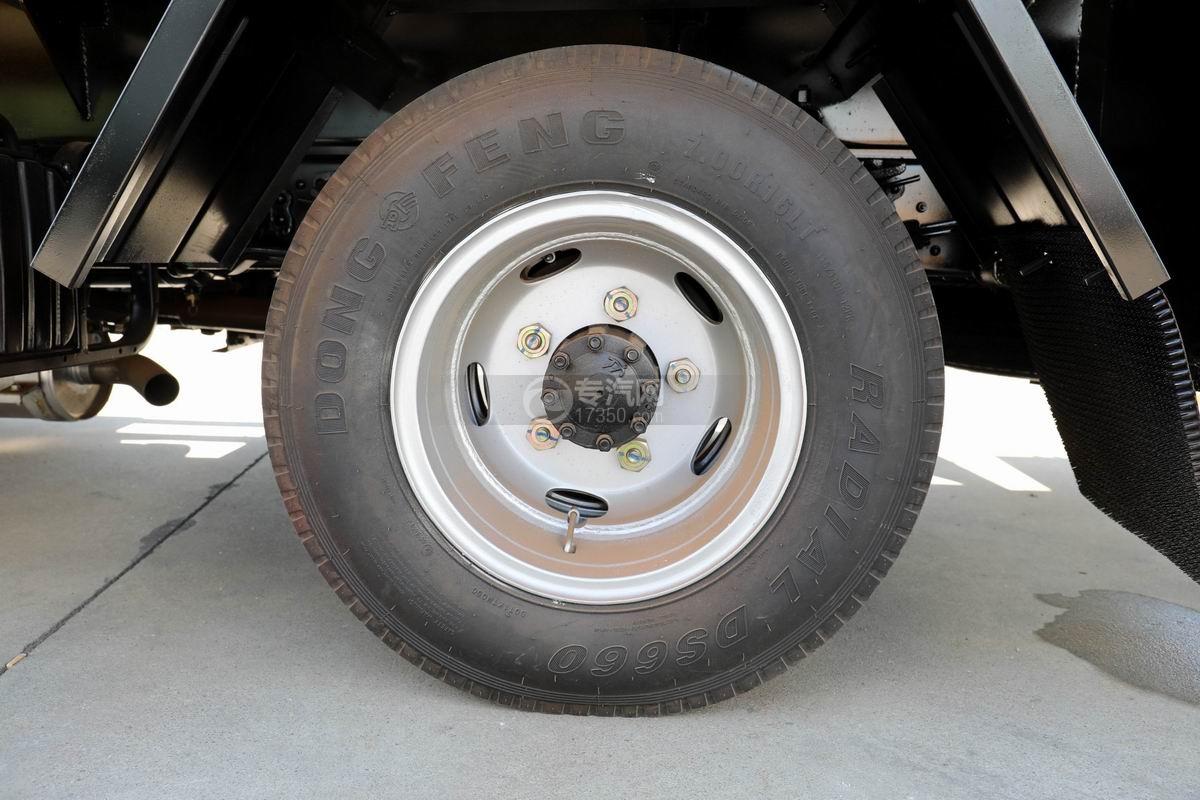东风多利卡D6清洗吸污车轮胎