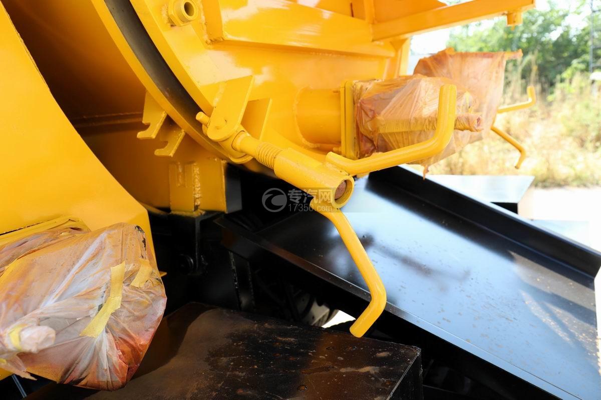 东风多利卡D6清洗吸污车后盖锁扣