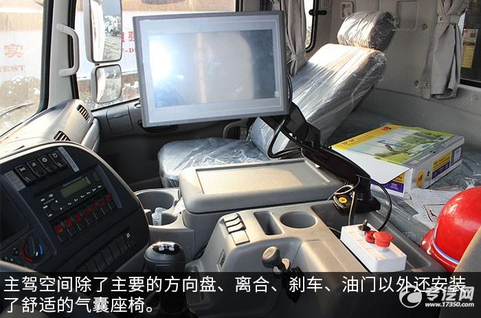 东风天龙120米的多功能抑尘车驾驶室图