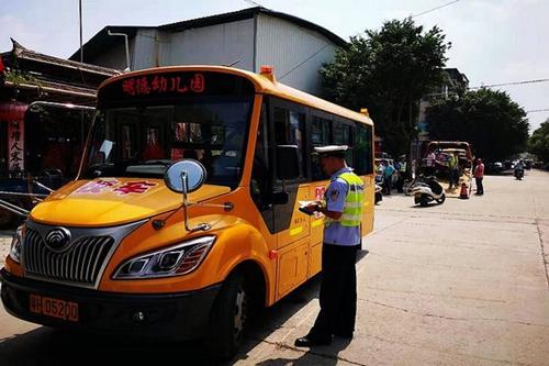 加强校车安全管理 确保学生出行安全