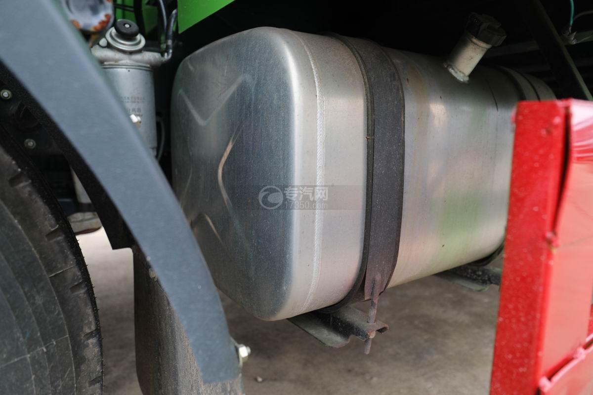 跃进上骏X500国五单桥平板运输车油箱