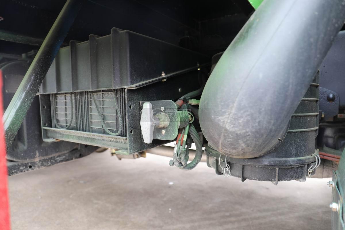 跃进上骏X500国五单桥平板运输车蓄电池