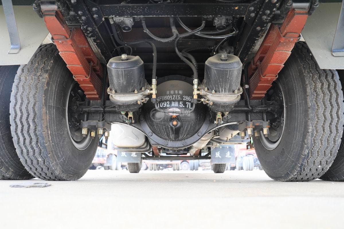 跃进上骏X500国五单桥平板运输车底盘细节