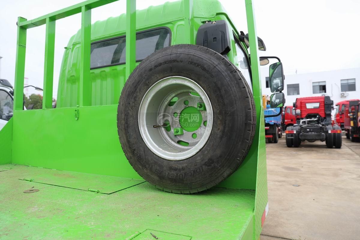 跃进上骏X500国五单桥平板运输车备胎
