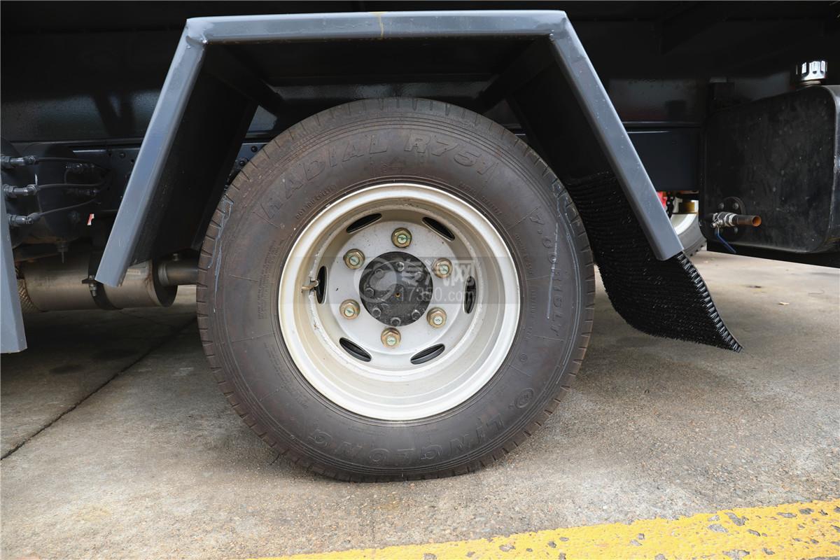 东风小多利卡国六16米伸缩臂式高空作业车轮胎图