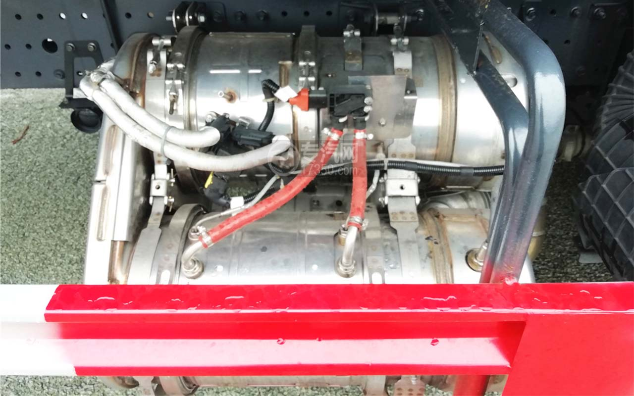 福田欧马可S5国六12方喷药车排气制动图