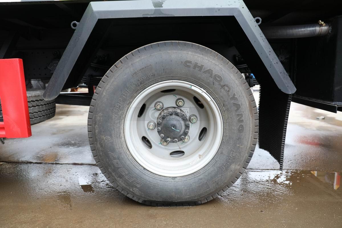 江淮骏铃V7国六密闭式桶装垃圾运输车轮胎