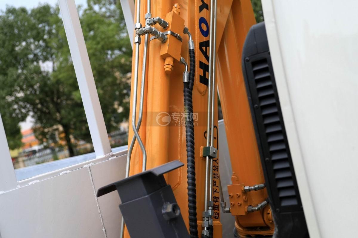 飞碟缔途国六1.8吨折臂随车吊吊机细节