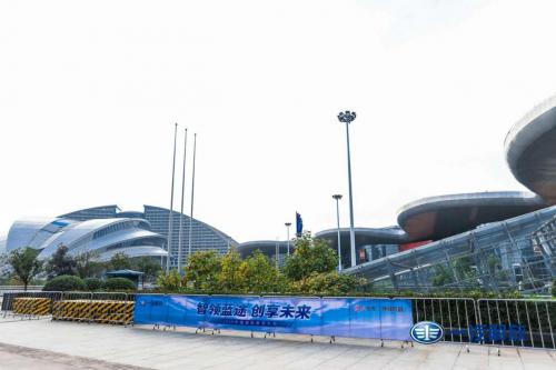 更?#21448;?#33021;、环保、挣钱 解放卡车亮相中国国际商用车展览会
