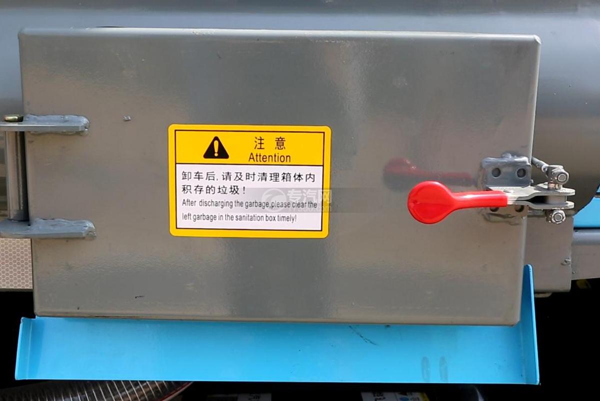 飞碟奥驰A2压缩式垃圾车细节