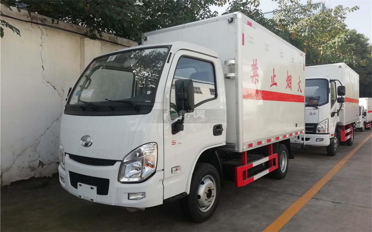 跃进小福星S70国六易燃气体厢式运输车