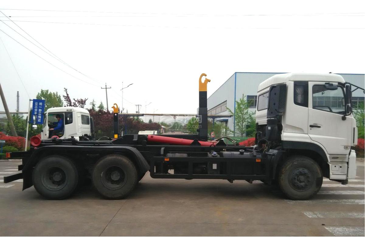 东风天龙后双桥车厢可卸式垃圾车右侧图