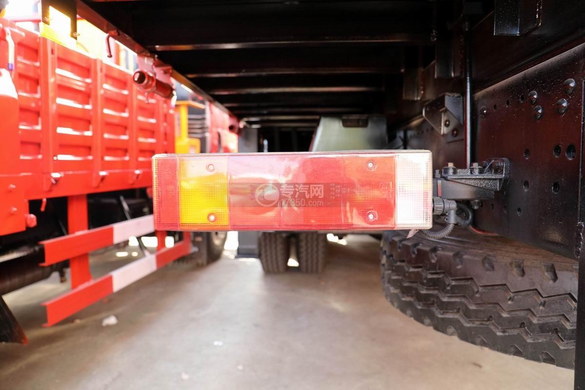 东风华神后双桥12吨直臂随车吊尾灯