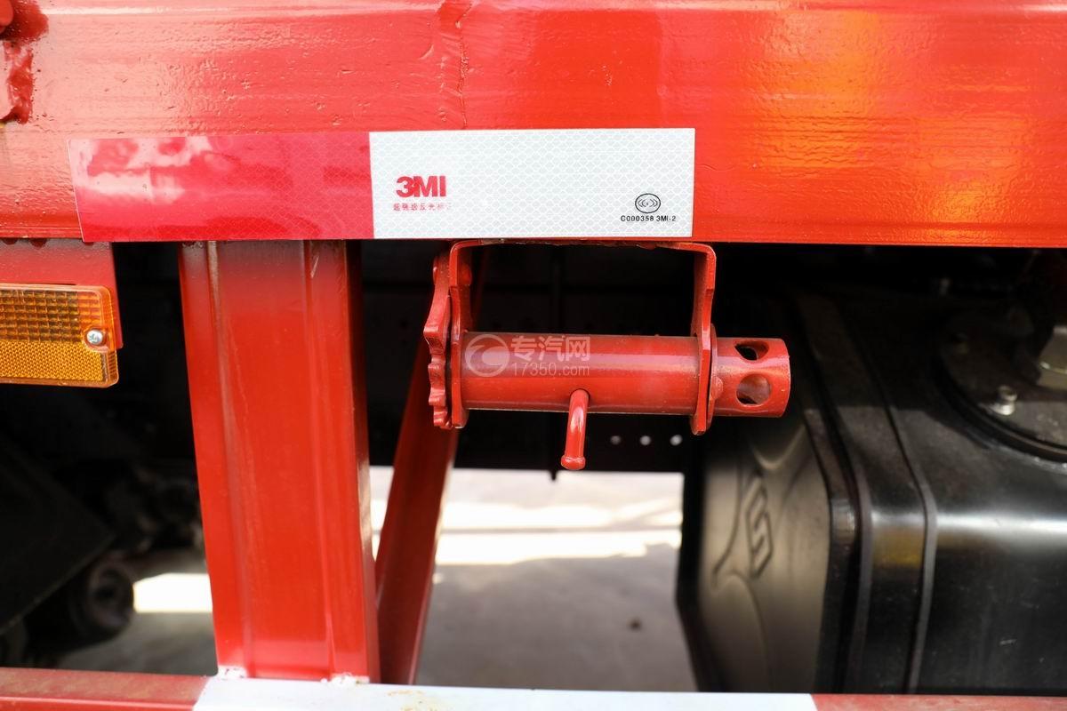 东风华神后双桥12吨直臂随车吊货箱细节
