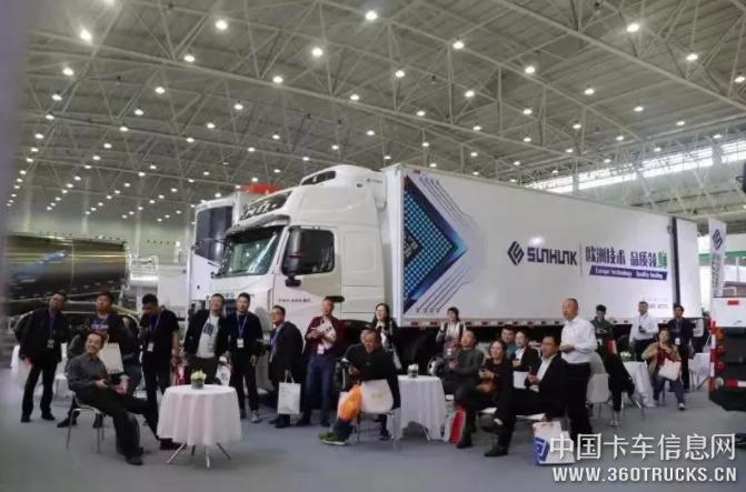 惊艳全场丨中国重汽重型冷藏挂肉车重磅亮相武汉商用车展