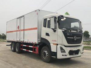 东风天龙KL后双桥国六7.7米易燃气体厢式运输车