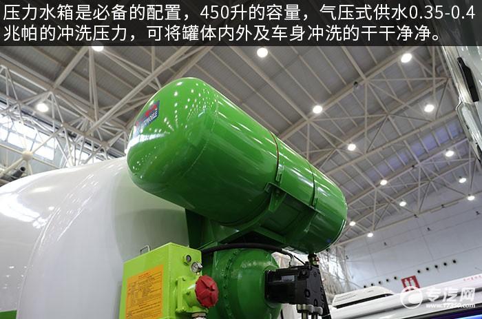 重汽豪沃前四后八7.5方攪拌車評測壓力水箱