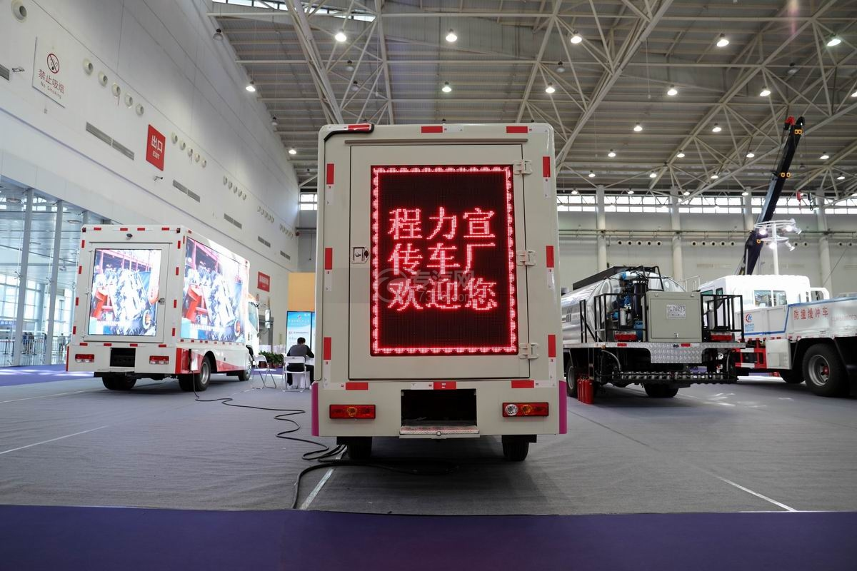 福田祥菱國六LED廣告宣傳車正后方圖