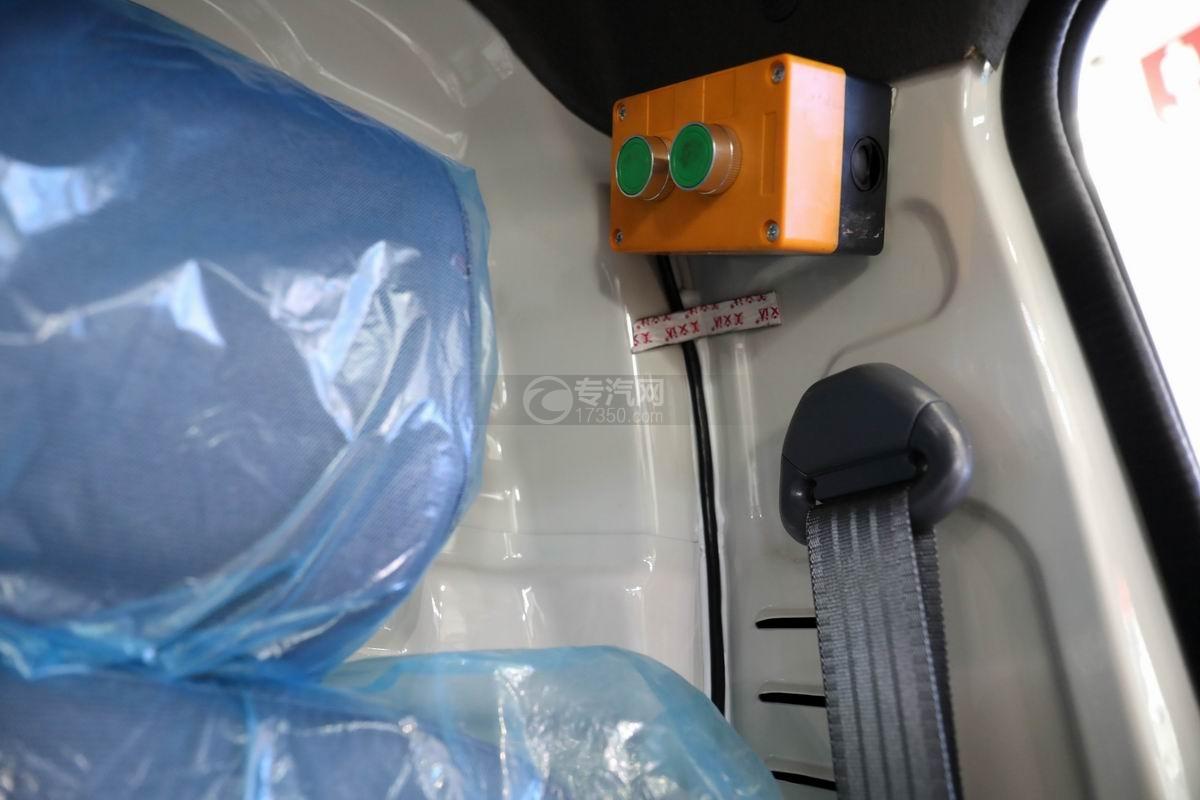 福田祥菱國六LED廣告宣傳車駕駛室內操作按鈕
