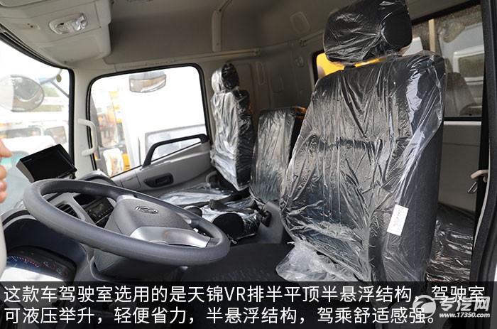 东风天锦VR国六清洗吸污车评测驾驶室