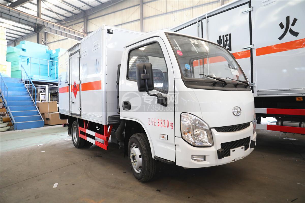 躍進小福星S70國六3.35米易燃液體廂式運輸車
