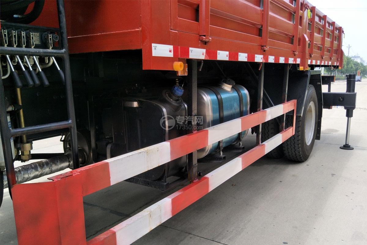 陜汽軒德X6單橋8噸直臂隨車吊尿素罐、油箱