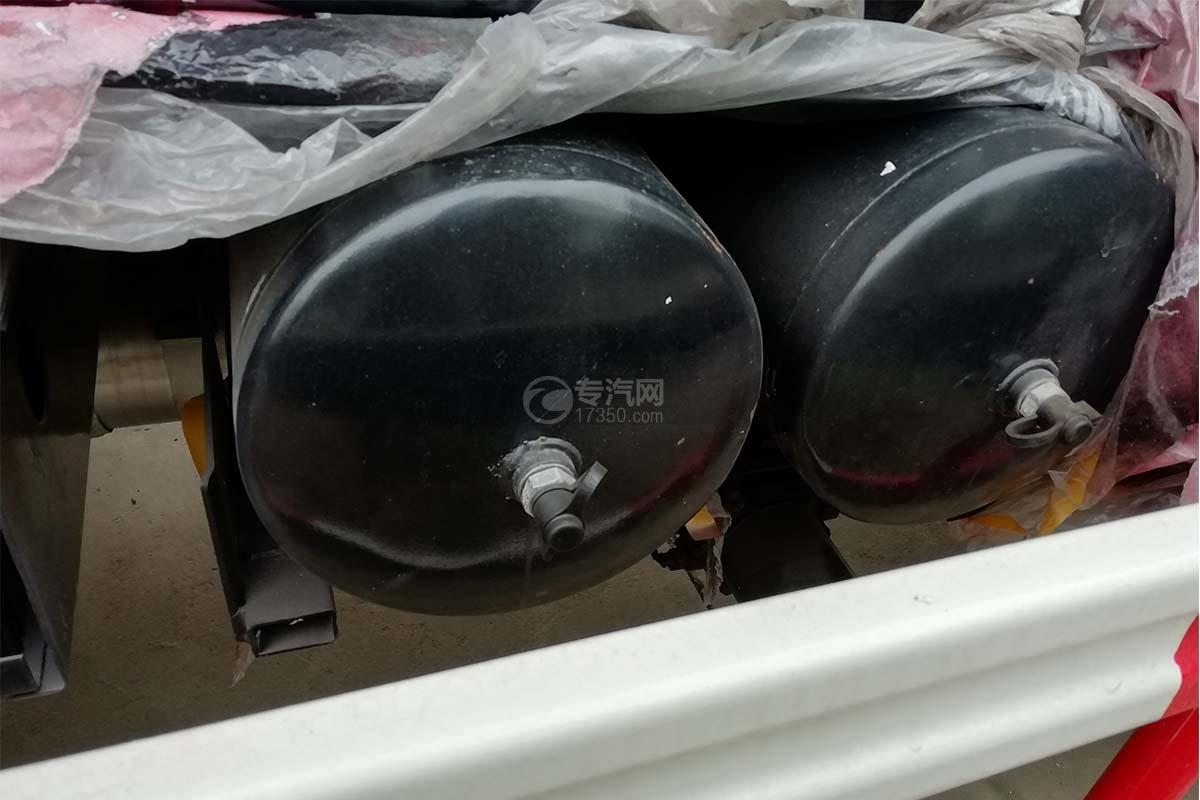 東風福瑞卡國六8方餐廚式垃圾車儲氣罐