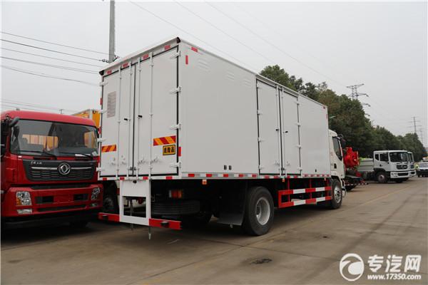 柳汽乘龍M3國五6.58米易燃氣體廂式運輸車右后圖