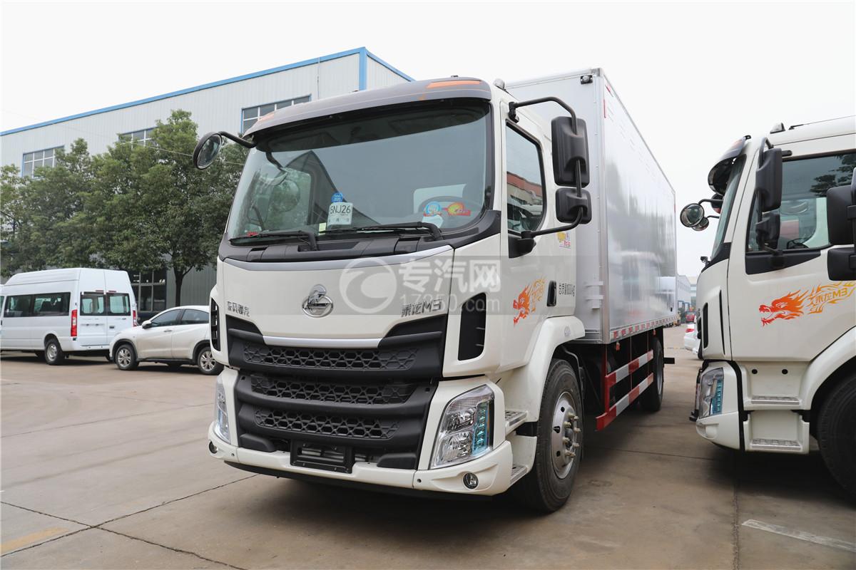東風柳汽乘龍M3國五6.58米易燃氣體廂式運輸車左前圖