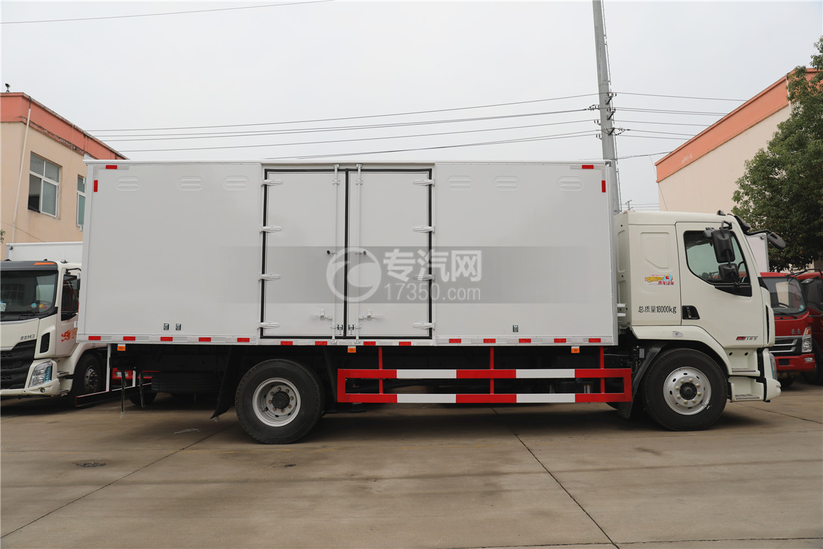 东风柳汽乘龙M3国五6.58米易燃气体厢式运输车右侧图