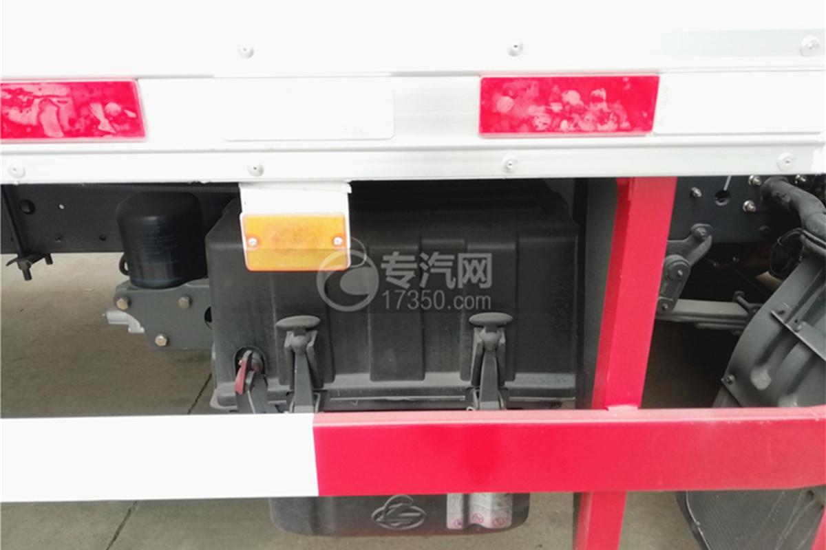 东风柳汽乘龙M3国五6.58米易燃气体厢式运输车电池图