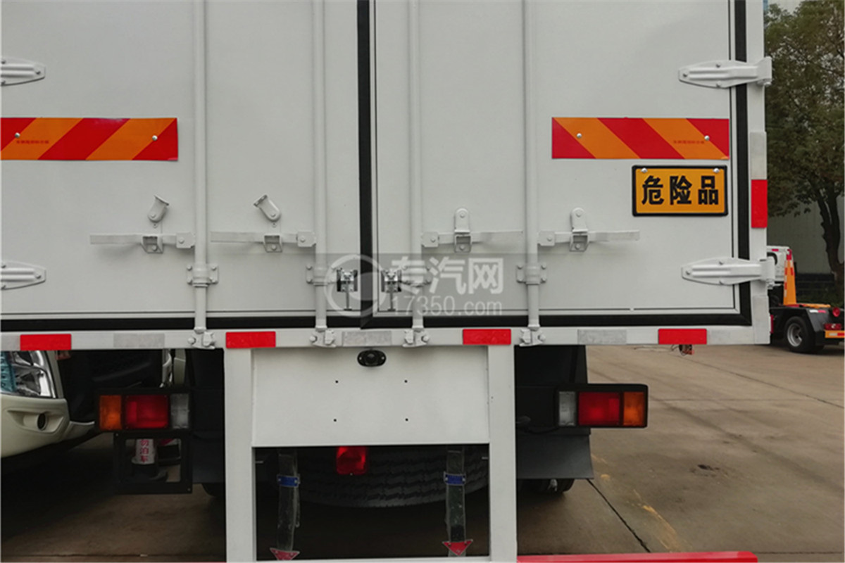 东风柳汽乘龙M3国五6.58米易燃气体厢式运输车危险品牌图