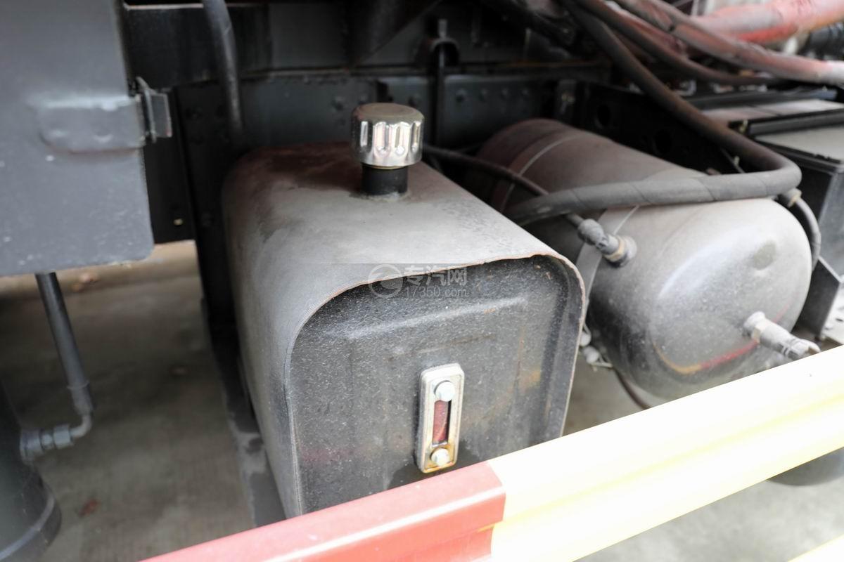 东风锦程V6国六后双桥16方清洗吸污车液压油箱