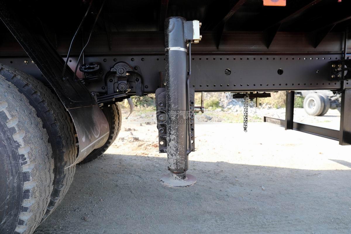 大運風景F6單橋6.3噸折臂隨車吊后支腿