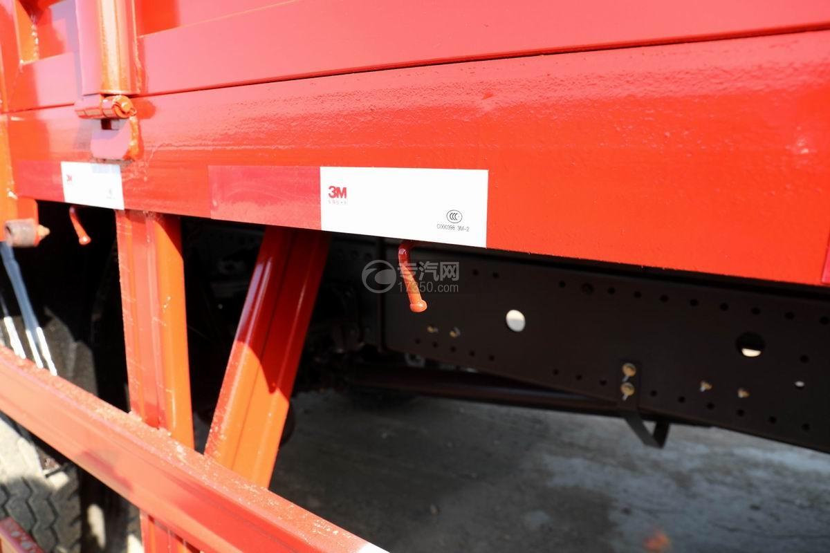 大运风景F6单桥6.3吨折臂随车吊货箱细节