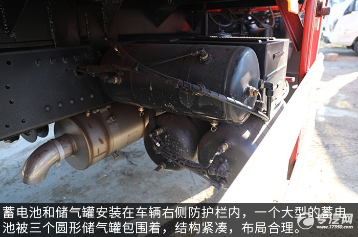 大運風景F6單橋6.3噸折臂隨車吊評測儲氣罐