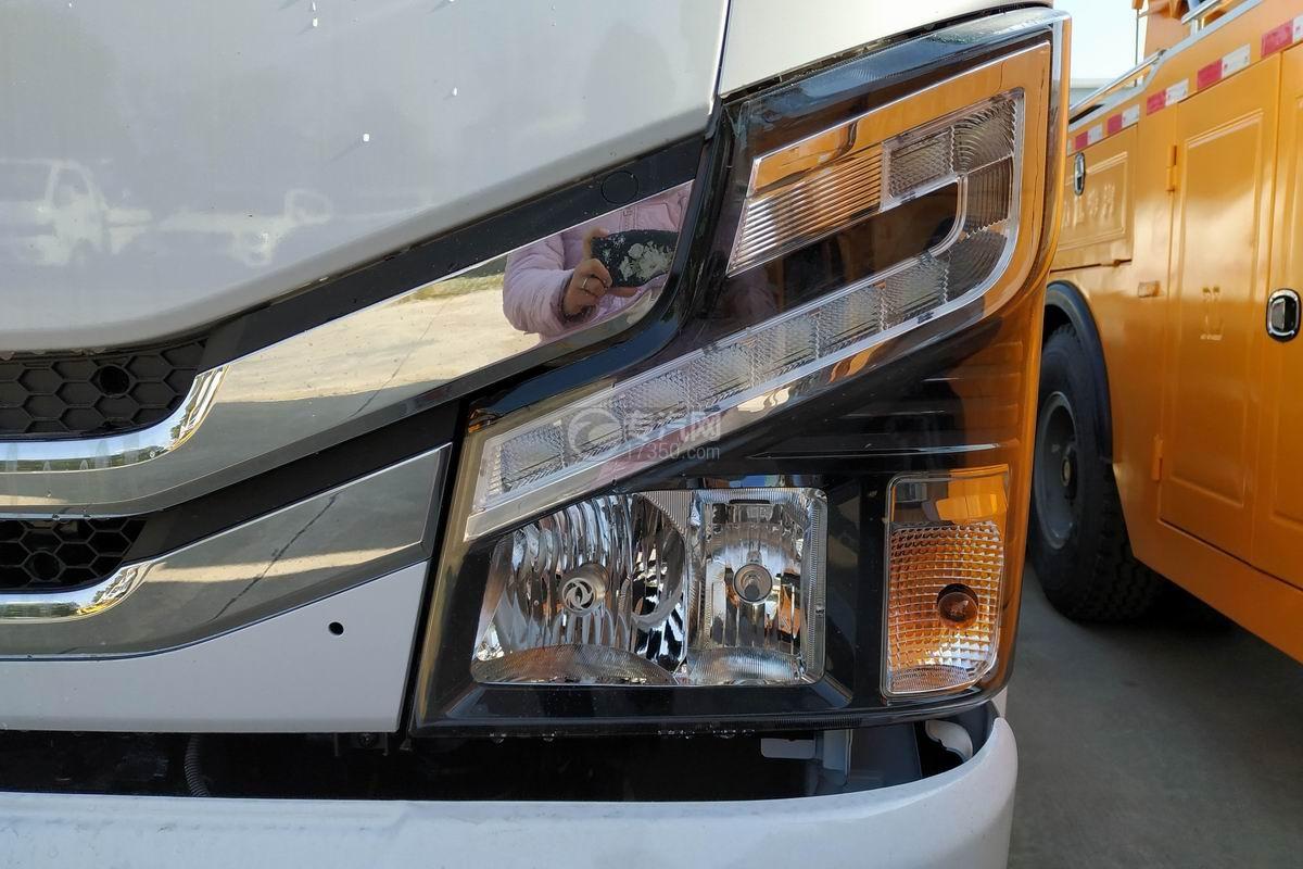 東風多利卡D8一拖二清障車(帶尾部翻轉)大燈