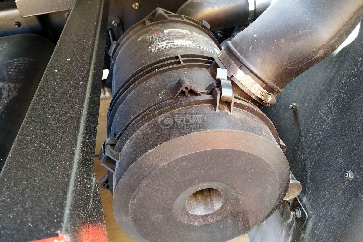東風多利卡D8一拖二清障車(帶尾部翻轉)空氣濾清器