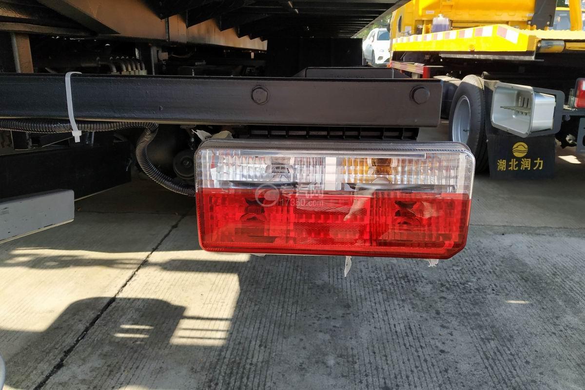 東風多利卡D8一拖二清障車(帶尾部翻轉)尾燈