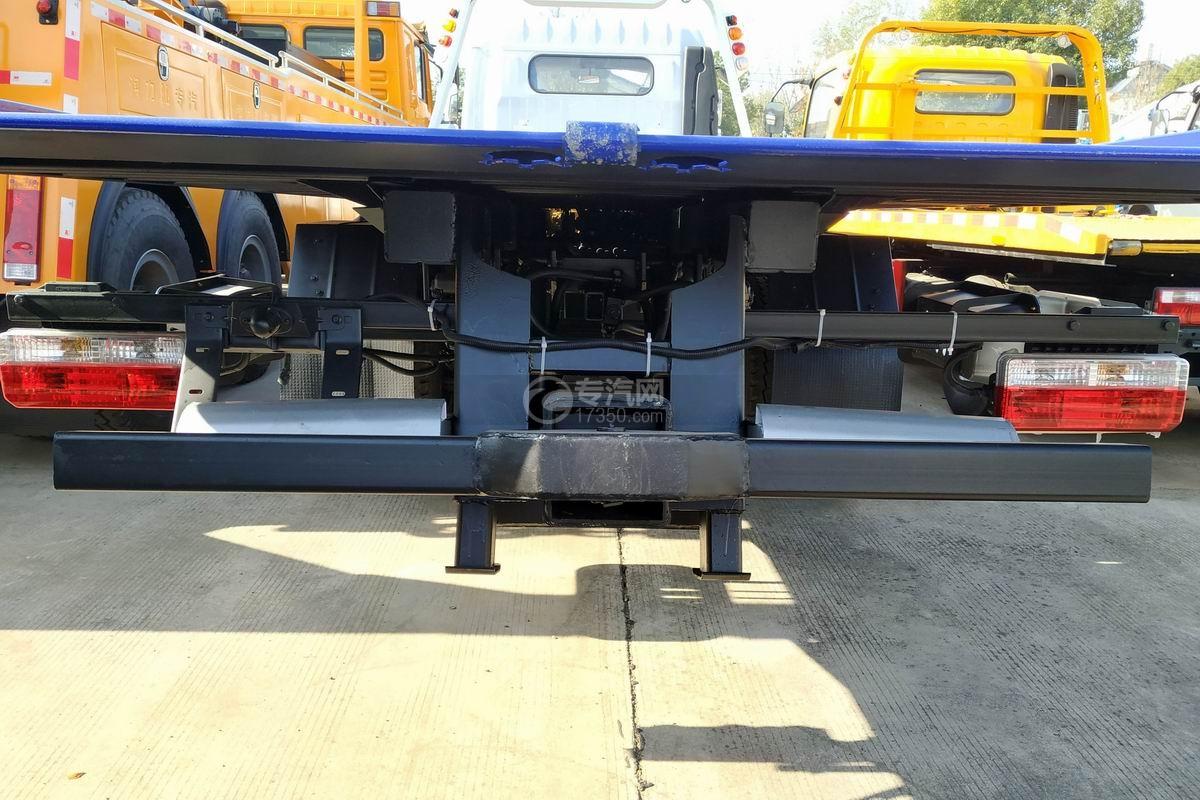 東風多利卡D8一拖二清障車(帶尾部翻轉)后托舉裝置