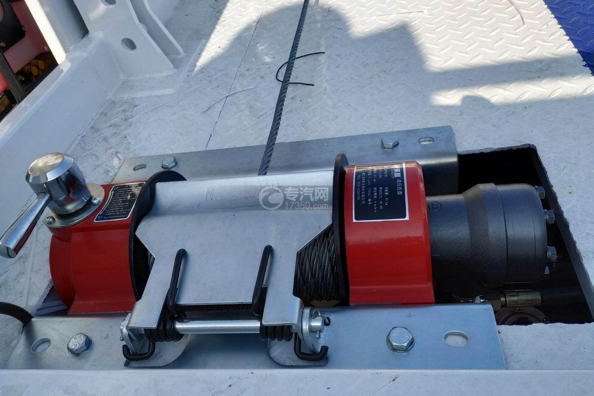 東風多利卡D8一拖二清障車(帶尾部翻轉)液壓絞盤