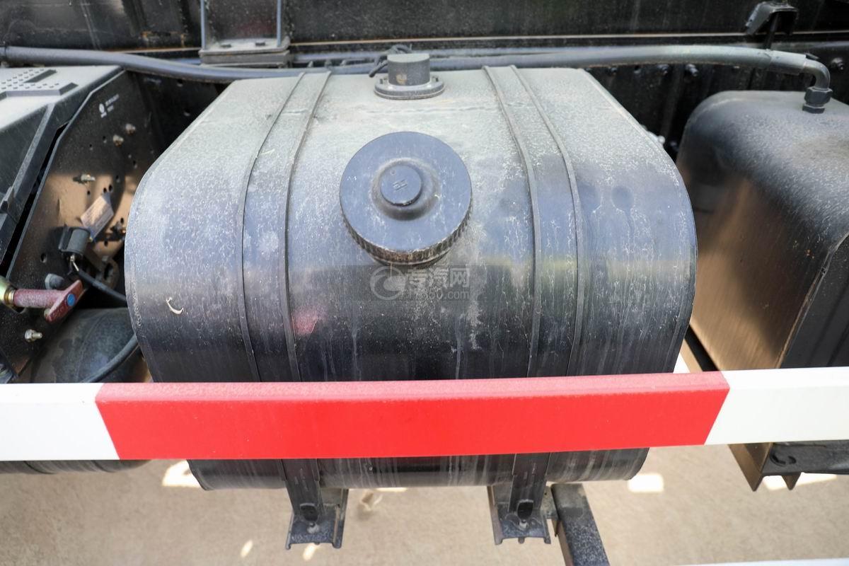 國六東風多利卡D9餐廚式垃圾車油箱