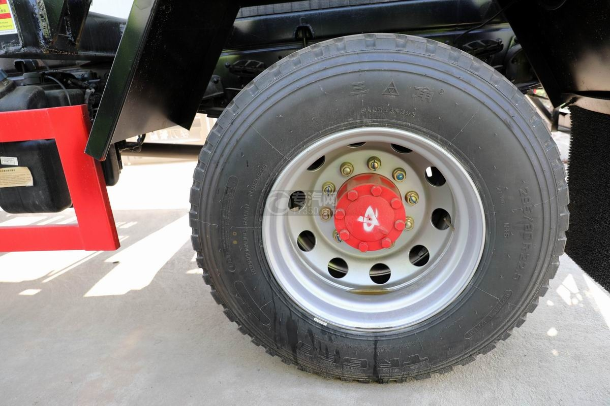 國六東風多利卡D9餐廚式垃圾車輪胎