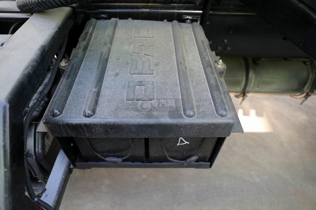 东风凯普特K7国六餐厨式垃圾车(罐式)蓄电池