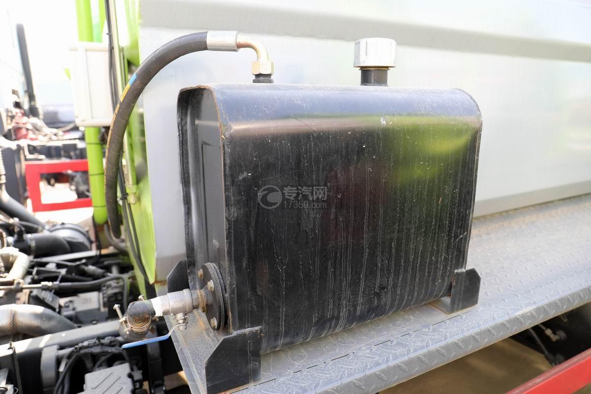東風凱普特K7國六餐廚式垃圾車(廂式)液壓油箱