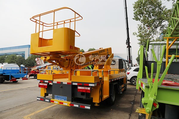 東風小多利卡國六16米伸縮臂式高空作業車右后圖