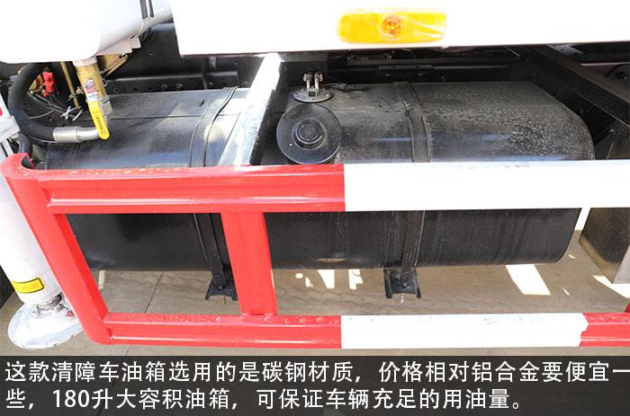 東風多利卡D8一拖二帶吊清障車評測油箱