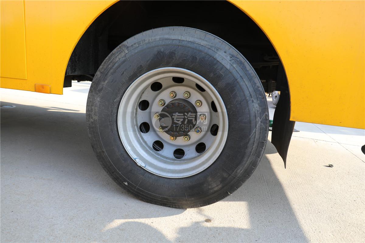 東風天錦國六20米直臂式高空作業車輪胎
